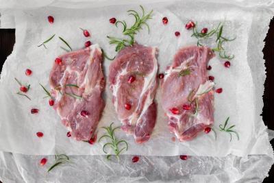 sztuki mięsa, zioło rozmaryn